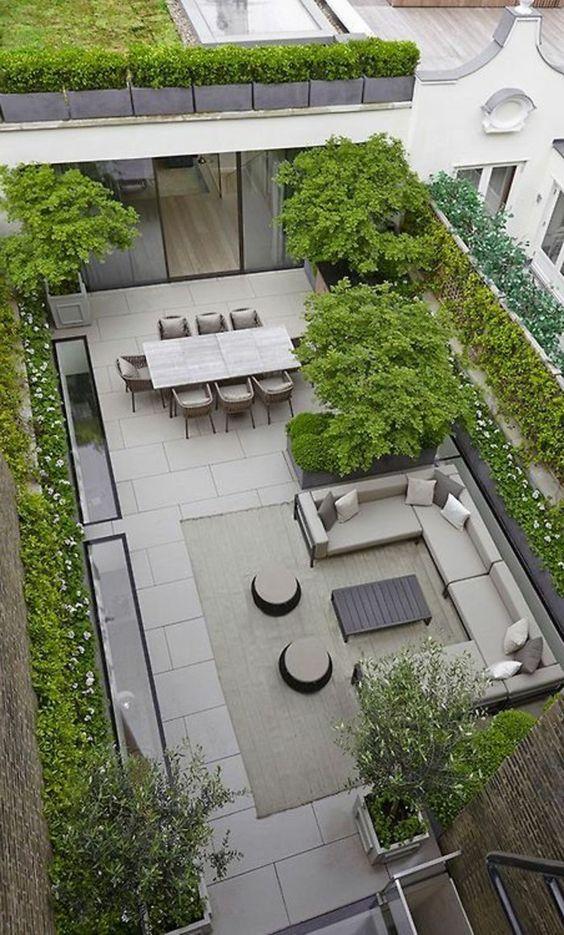 Terrasse sur un toit avec carrelage